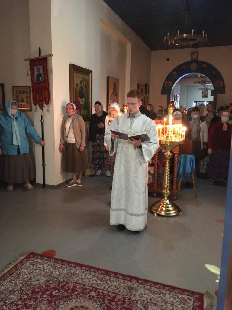Воскресная Божественная Литургия