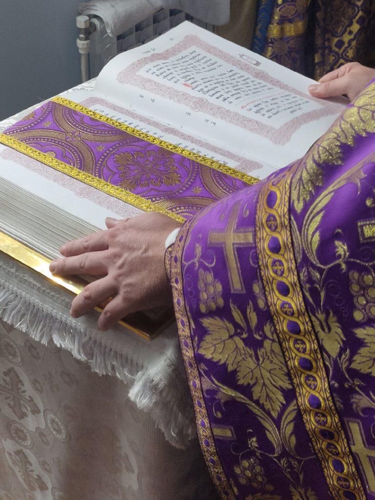 Божественная литургия 14.08 Происхождения (Изнесения) Честных Древ Животворящего Креста Господня (Медовый Спас)