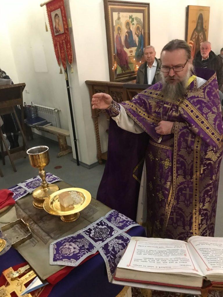 Торжественная Божественная Литургия в праздник Воздвижения Честнаго и Животворящего Креста Господня 2021 (27.09)